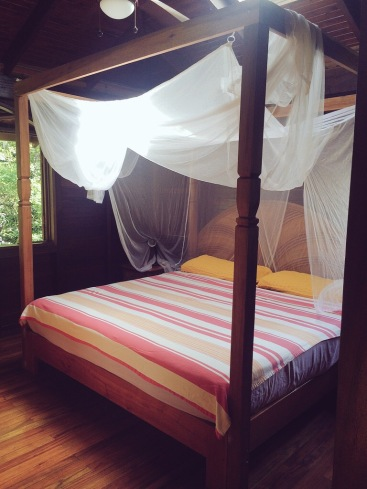 costa-rica-canopy-bed